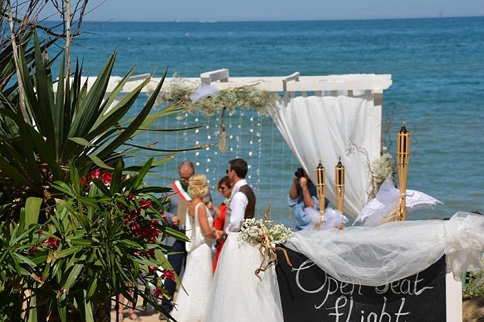 Venue Review Hotel Ambasciatori Pineto Aline Chris S Beach Wedding In Italy