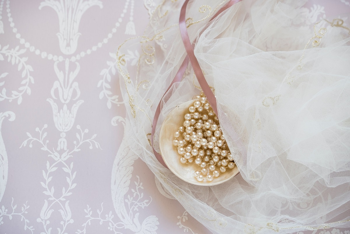 Add Lace to your Wedding Invitation - DIY Ideas