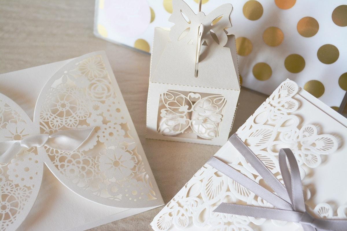 DIY Wedding Invitation Ideas - Tie it with a Bow