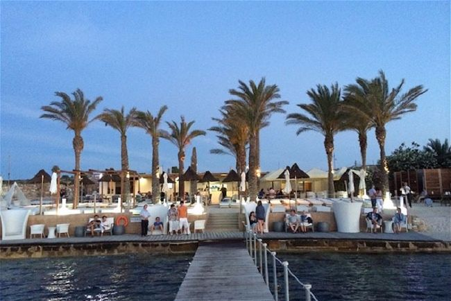 Hola Beach Club - Malta Wedding specialists Wed Our Way provide their Top Tips for the Best Wedding Venue Malta has to offer. They look at the five best wedding reception venues in Malta and tell you why they stand out from the rest   WedOurWay   weddingsabroadguide.com