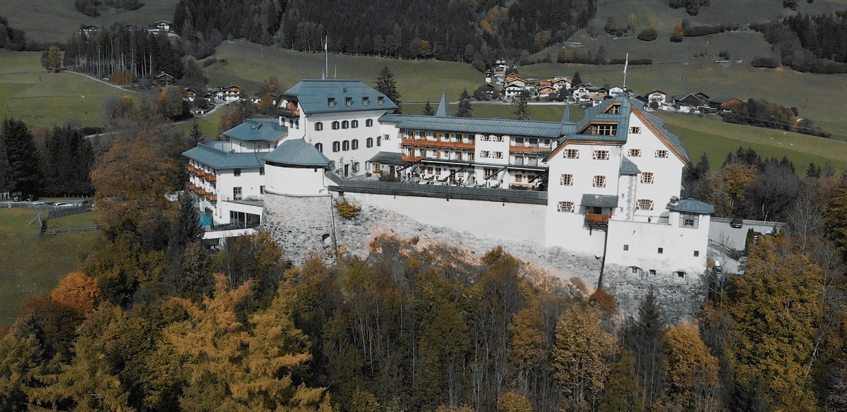 Castle Wedding in the Austrian Alps - Charlotte & Oliver | Katrin Kerschbaumer Photography | Stressfree Weddings by SandraM