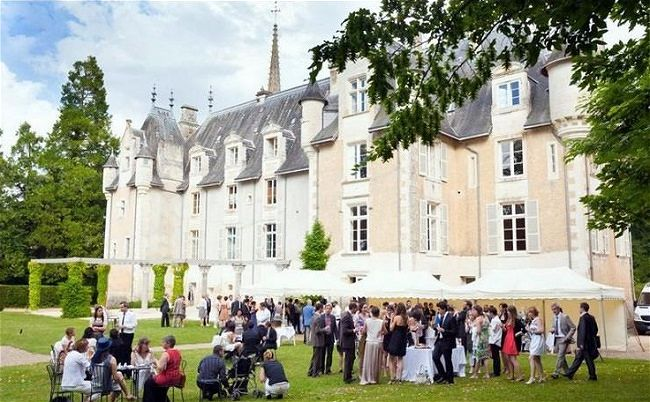Oliver's Travels Wedding Venues // Over 300 hanpicked wedding venues around the globe