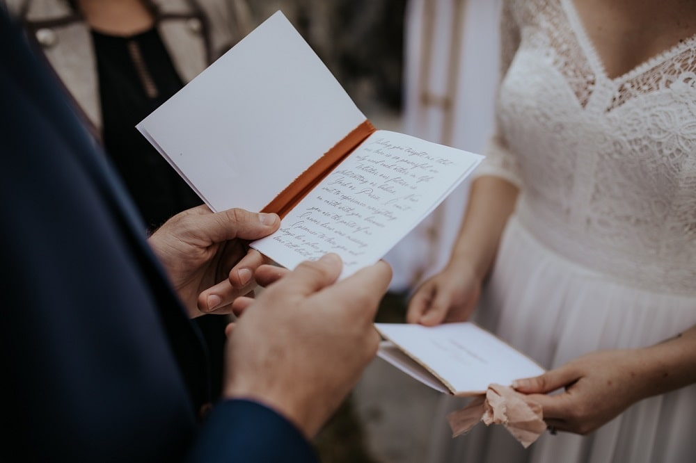 Reading Wedding Vows - Charlotte & Oliver's Destination Wedding in the Austrian Alps | Stressfree Weddings by SandraM | Katrin Kerschbaumer Photography